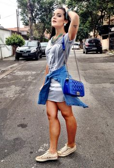 Vestido despojado, estilo camisão, perfeito com tênis, sapatilha ou flatforms para criar looks estilosos