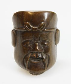 Netsuke of a wooden mask, JAPAN, 1900-1950  L 5 - 60 EUR