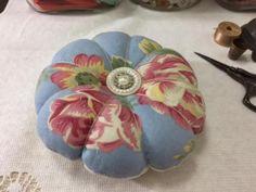 Vintage-Quilt-Roses-Pincushion-Handmade-Pin-Cushion-Sewing-Sew