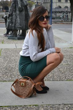 spotted in Lucerne #outfit #outfitoftheday #oversizedpullover #oversized #fashion #fashionblogger #darkgreen #skirt #pencilskirt
