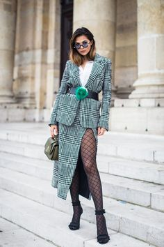 Paris is a never ending inspiration to be chic, and what is more appropriate for that than one of the iconic Parisian brands- Emanuel Ungaro. I wore this Ungaro outfit for the brand's show at Paris Fashion Week a while ago.