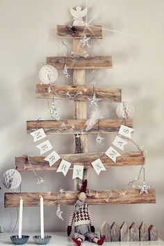 Beautiful Christmas home interior decoration! We at AC Pacific love alternative Tree ideas! They're great for budgets and are so creative! Christmas Hacks, Merry Christmas To You, Christmas Wood, Country Christmas, Christmas Time, Christmas Crafts, Natural Christmas, Beautiful Christmas, Natal Diy