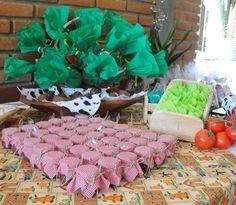 Brigadeiro de colher. Verduras de crepom recheadas com bombons!!! Festa Fazendinha do Estevan by Marcia Rebling