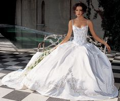 Can't believe I just found this, this is the EXACT wedding dress I wanted when I was little! Seriously I saw this in a magazine when i was like 12 and swore would have it!