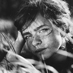 Meadow - Daria Pitak on Fstoppers Olympus OM-10/Kodak film