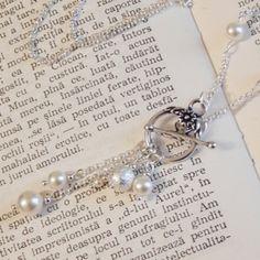 Colier vintage din perle swarovski si elemente placate cu argint.