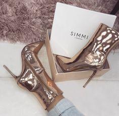 girl, fashion et pink image sur We Heart It Fancy Shoes, Pretty Shoes, Beautiful Shoes, Cute Shoes, Me Too Shoes, Beautiful Clothes, Sneaker Heels, Shoes Sneakers, Shoes Heels