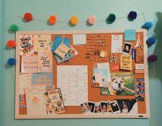 Uni Bedroom, Diy Bedroom Decor, Cork Board Ideas For Bedroom, Ideas Habitaciones, Dorm Room Designs, Study Room Decor, Aesthetic Room Decor, College Dorm Rooms, My Room
