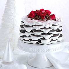 Layered Peppermint Icebox Cake Recipe -Our home economists take four ingredients and turn them into an impressive, no-bake cake. Do-ahead desserts don't get any better! —Taste Of Home Test Kitchen Christmas Desserts, Christmas Treats, Christmas Fun, Christmas Cakes, Christmas Goodies, Xmas Food, Holiday Cakes, Christmas Baking, Holiday Treats