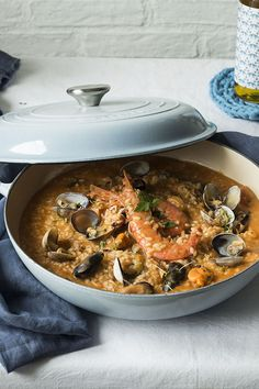 ARROZ CALDOSO DE MARISCO | Claudia&Julia Rice Recipes, Cooking Recipes, Healthy Recipes, How To Cook Rice, Food To Make, Risotto, Deli Food, Grilled Seafood, Seafood Dishes