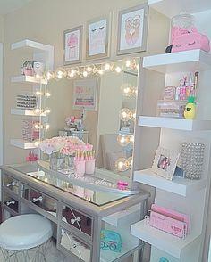 "794 Likes, 86 Comments - Alicia (@miss_aliicee) on Instagram: "" #vanitymakeup #vanitytable #pink #makeup  #makeupaddict #makeupmafia #talkthatmakeup…"""