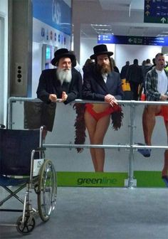 We all love airports. So here are some funny airport pictures that will take you on a laughter roll Crazy Funny Memes, Wtf Funny, Funny Cute, Funny Jokes, Funny Fails, Epic Photos, Funny Photos, Funny Images, Funniest Photos