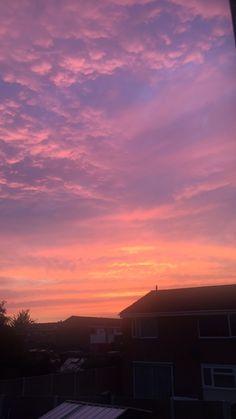 Pretty Sky, Beautiful Sunset, Beautiful World, Sky Photos, Cool Photos, Sunset Pictures, Sky Sunset, Sun Aesthetic, Sunset Wallpaper