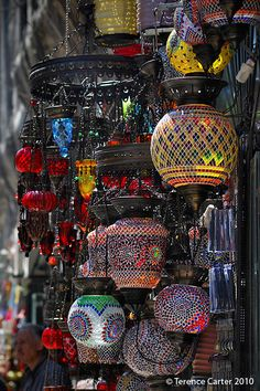 Tombak on Koloncular lane. They have an incredible collection of fabulous coloured Turkish and Moroccan-style hanging lamps, lanterns, and chandeliers. Turkish Lamps, Moroccan Lamp, Moroccan Lanterns, Moroccan Style, Painting Carpet, Grand Bazaar, Shop Around, Patterned Carpet, Living Room Carpet