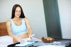 Que mettre dans sa valise de maternité lorsqu'on accouche en été ? Découvrez les indispensables à mettre dans sa valise pour soi et son bébé…