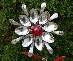Red Glass Door Knob Stainless Silverware Flower Garden Art - All About Outdoor Crafts, Outdoor Art, Glass Flowers, Metal Flowers, Metal Yard Art, Metal Art, Garden Crafts, Garden Art, Garden Junk