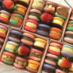 Macaron Flavors, Macaron Cookies, Cute Desserts, Love Is In The Air, Cafe Food, Aesthetic Food, Snack Recipes, Snacks, Food Cravings