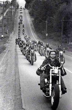 motorcycle hells angels b&w Moto Chopper, Chopper Motorcycle, Vespa Motorbike, Biker Clubs, Motorcycle Clubs, Ford Gt, Baggers, Choppers, Foto Picture