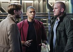 Dominic Purcell, Franz Drameh, and Arthur Darvill in Οι θρύλοι του αύριο (2016)