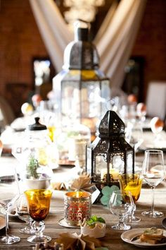 Love the lanterns on this Moroccan inspired tabletop.