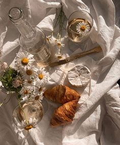 Classy Aesthetic, Nature Aesthetic, Summer Aesthetic, White Aesthetic, Aesthetic Food, Aesthetic Vintage, Aesthetic Pastel, Comida Picnic, Picnic Date