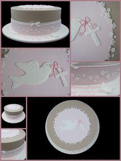 Hermoso pastel de confirmación con paloma y