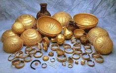 The Villena treasure; an iberian treasure from Spain. Spain History, Art History, Ancient Art, Ancient History, Vikings, Historical Artifacts, Roman Art, Stone Age, Ancient Jewelry