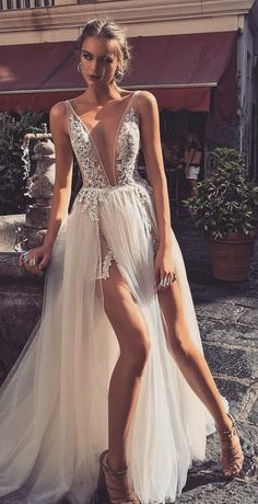 weddings - 19 Beautiful Dresses For Special Occasions glamsugar com Grad Dresses, Sexy Wedding Dresses, Elegant Dresses, Pretty Dresses, Sexy Dresses, Bridal Dresses, Beautiful Dresses, Wedding Gowns, Formal Dresses