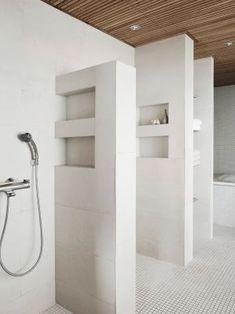 Vaatesuunnittelija Tarja Rantasen koti on ajaton ja selkeä, kuten hänen vaatteensakin - Deko Koti, Alcove, Bathroom Lighting, Bathtub, Mirror, House, Furniture, Home Decor, Deco