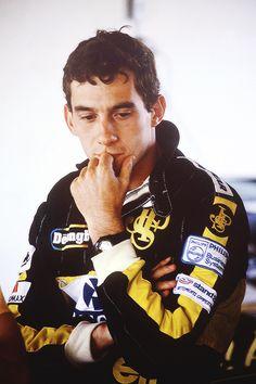 Senna com o macacão da Lotus.