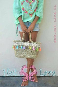 pompom beach bag straw pom pom basket straw basket straw. Black Bedroom Furniture Sets. Home Design Ideas