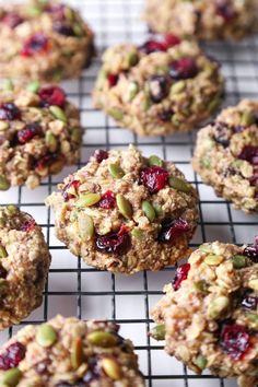 Superfood Breakfast Cookies- These cookies are jam-packed with nutritious ingredients and healthy enough for breakfast on the go! They're free of gluten, dairy, refined sugar and are also vegan friendly. Healthy Cookies, Healthy Treats, Healthy Baking, Cookies Vegan, Healthy Breakfast Cookies, Nutritious Breakfast, Oatmeal Breakfast Cookies, Healthy Foods, Breakfast Bites