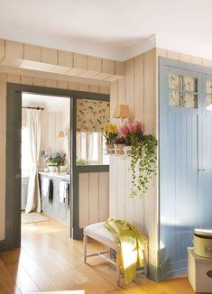Un dormitorio con baño y vestidor lleno de color · ElMueble.com · Dormitorios
