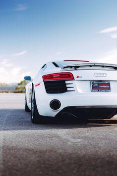White Audi R8 V10