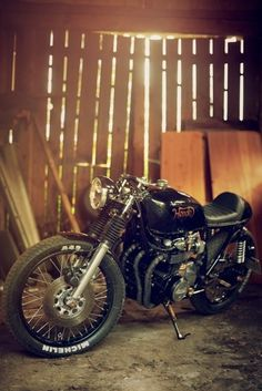 I prefer CB550 cafe racers to the bigger 750. Something about the size and balance that makes it look just right