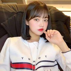 Korean Short Hair Bangs, Short Hair With Bangs, Girl Short Hair, Short Hair Styles, Short Black Hairstyles, Hairstyles With Bangs, How To Style Bangs, Ulzzang Korean Girl, Salon Style