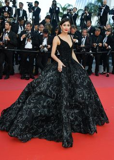 Praya Lundberg In Michael Cinco Couture -'Ash Is The Purest White (Jiang Hu Er Nv) Cannes Film Festival Premiere - Red Carpet Fashion Awards Couture Mode, Couture Fashion, Michael Cinco Couture, Michael Cinco Gowns, Red Carpet Gowns, Celebrity Red Carpet Dresses, Best Red Carpet Dresses, Palais Des Festivals, Gala Dresses