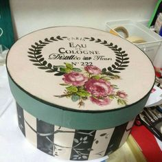 Decoupage Tins, Decoupage Vintage, Fun Crafts, Diy And Crafts, Paper Crafts, Shabby Chic Shops, Vintage Hat Boxes, Tole Painting Patterns, Altered Boxes