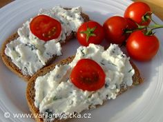 Sýr cottage je dietní a vhodný pro přípravu pomazánek. Zkuste jeho kombinaci s uzeným sýrem a česnekem.