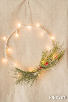Christmas wreath - DIY corona de navidad Diy Wreath, Christmas Wreaths, Diy Ideas, Home Decor, Holiday Wreaths, Flower Headdress, Christmas Swags, Holiday Burlap Wreath, Wreaths Crafts