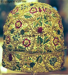 17th century embroidered cap, V&A museum.