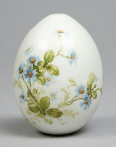 Egg Crafts, Easter Crafts, Diy And Crafts, Egg Shell Art, Lion King Birthday, Egg Art, China Painting, Holiday Themes, Egg Decorating