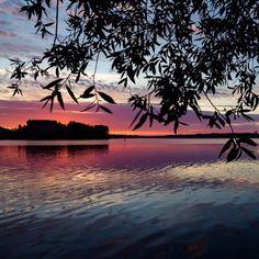 Arvaatko miltä paratiisisaarelta tämä auringonnousu on? - Helsingin Katajanokalta!  Kiitos kuvasta @mattikeskikohtamaki! #helsinki #suomi #sunrise #finland #mondolöytö #mondolehti