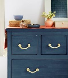 Drawer pulls are one of those details you don't spend a lot of time contemplating (totally understandable). But the second you switch them up, you'll be surprised how much they can change the look of a piece of furniture, or even an entire room. The best part? These micro makeovers cost a lot less—and require way less elbow grease—than a full-on furniture refinishing.