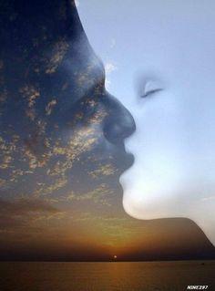 """yin & yang?Her şey, iki kutupludur ve birbirine karşıttır Nerede Yin ve Yang kutuplaşması oluşur, orada hareket de başlar. """"Bir"""" """"Hiçlikten"""" gelir. """"İki"""" de Bir'den doğar. Her şey ise İki'nin yani iki kutubun Yin ile Yang'ın tükenmeyen, değişen ve dönüşen sarmal döngüsünün ürünü olarak ortaya çıkar. Her şey için geçerlidir. Hücre bölünmeleri gibi gittikçe daha karmaşıklaşarak gelişir, dönüşür. Karşıt kutuplar, elektrikte akımı, mıknatısta çekme ve itmeyi tetikler."""