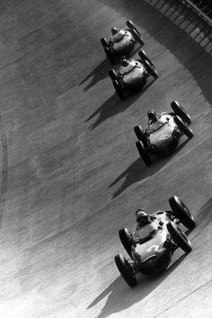 #Monza 61 #RetroPic Phil Hill con la Ferrari 156 lidera en el óvalo peraltado