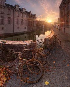 Rusty sunrise, Bruges, Belgium (by Egra).