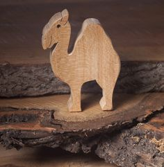 Wooden camel toy | Wooden toy animals | Diotoys.com