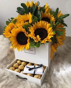 Image in Flowers 🌺🌼🌹🌸🌻💐🥀 collection by ⚘ on We Heart It Flower Box Gift, Flower Boxes, Flower Bouquet Diy, Sunflower Gifts, Sunflower Garden, Luxury Flowers, Chocolate Bouquet, Diy Crafts For Gifts, Flower Aesthetic
