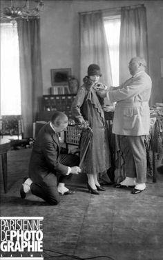Paul Poiret ( 1879-1944 ), French dressmaker, during a fitting with the dressmaker(suit). Paris, October, 1925. LIP-217202 © Lipnitzki / Roger-Viollet